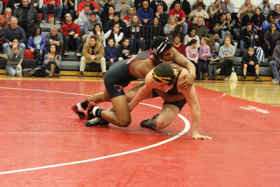 Sophomore Shaun Davilla won his match against Pete Evola with a by decision.