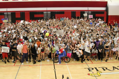 Seniors Win Spirit Week by Outdistancing Sophomore and Junior Classes in All Competitions